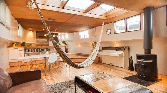 Montelbaan houseboat Amsterdam